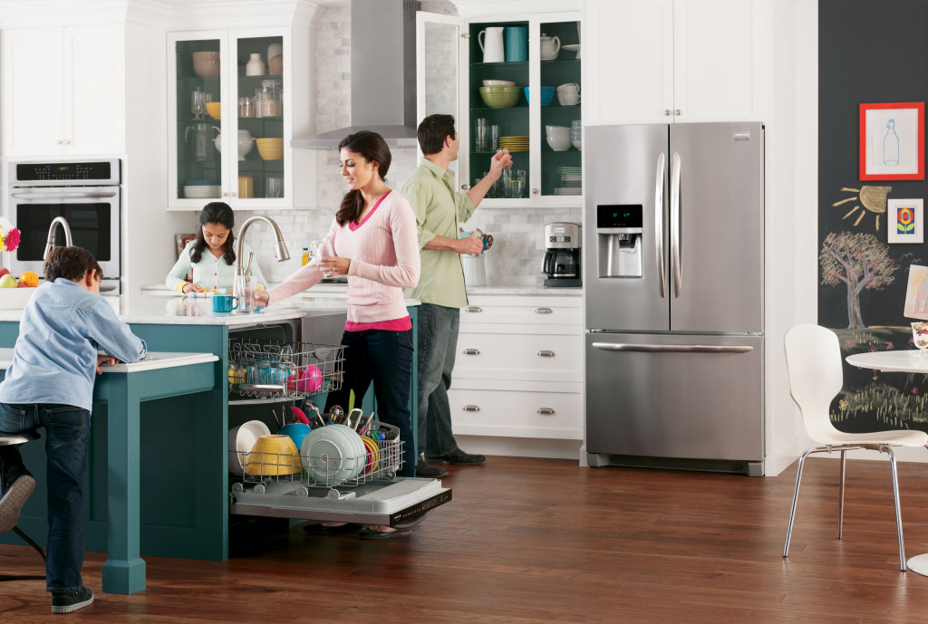 Family-in-a-kitchen-with-refrigerator