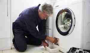 plumber-fixing-washing-machine